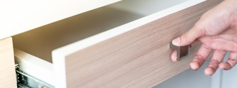 sistem vodil za lesene predale